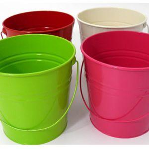 Tin bucket.